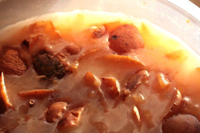 Apples fermenting
