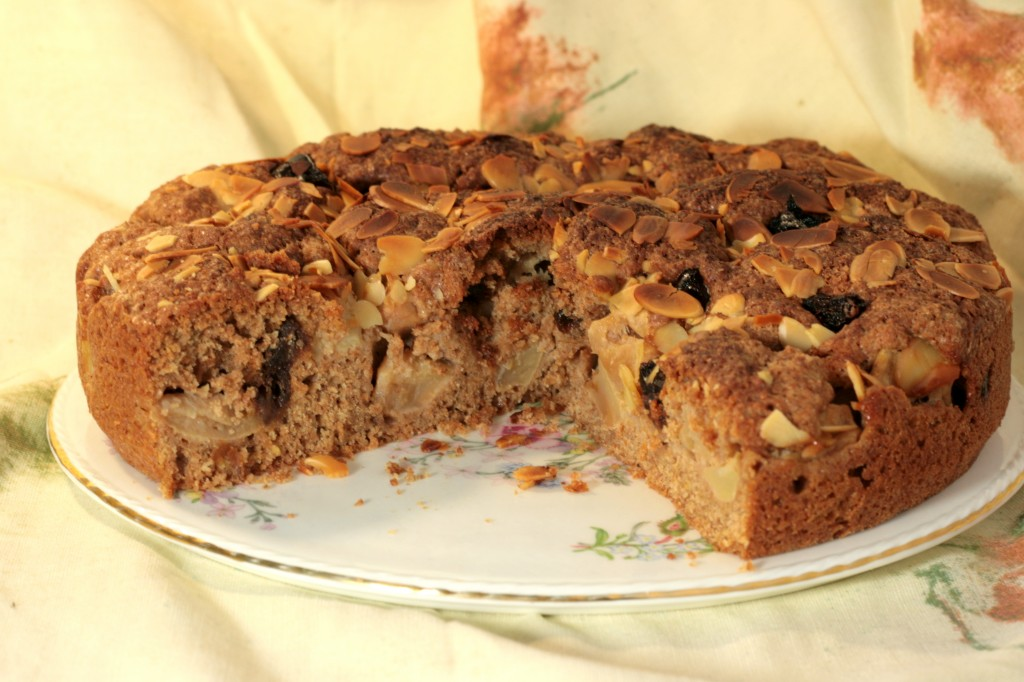 Apple, almond and date cake with spices and spelt flour